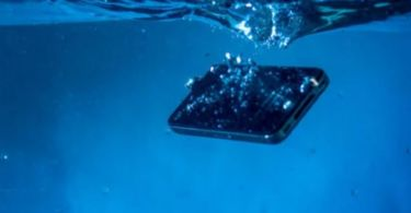 5 tricks to save a wet cell phone