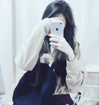 Girl With iPhone DP