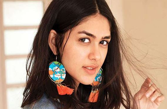 Mrunal Thakur Biography