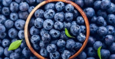 What are the fruits with the least carbohydrates?