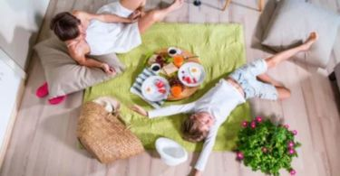 How to have a picnic at home?